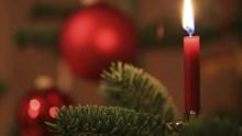 Weihnachtsbaum schmücken: Tipps und Tricks