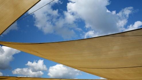 Passender Sonnenschutz für Balkon und Terrasse