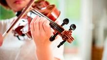 Instrument spielen in der Mietwohnung