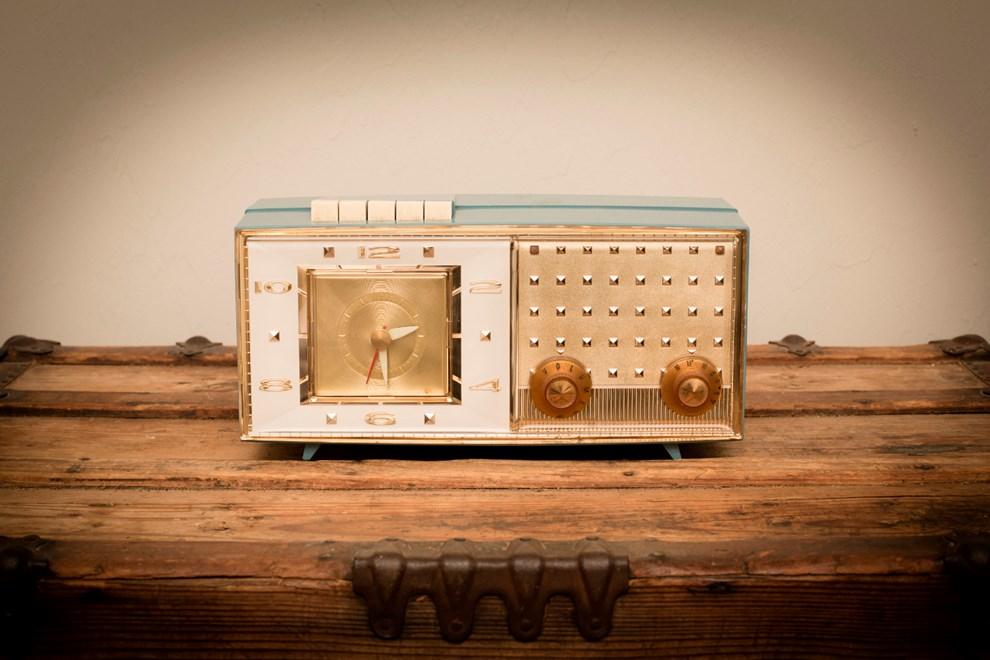Ein altes Radio eignet sich hervorragend als Dekoration für den Vintage-Stil.